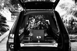 Erdbestattung, Beerdigung